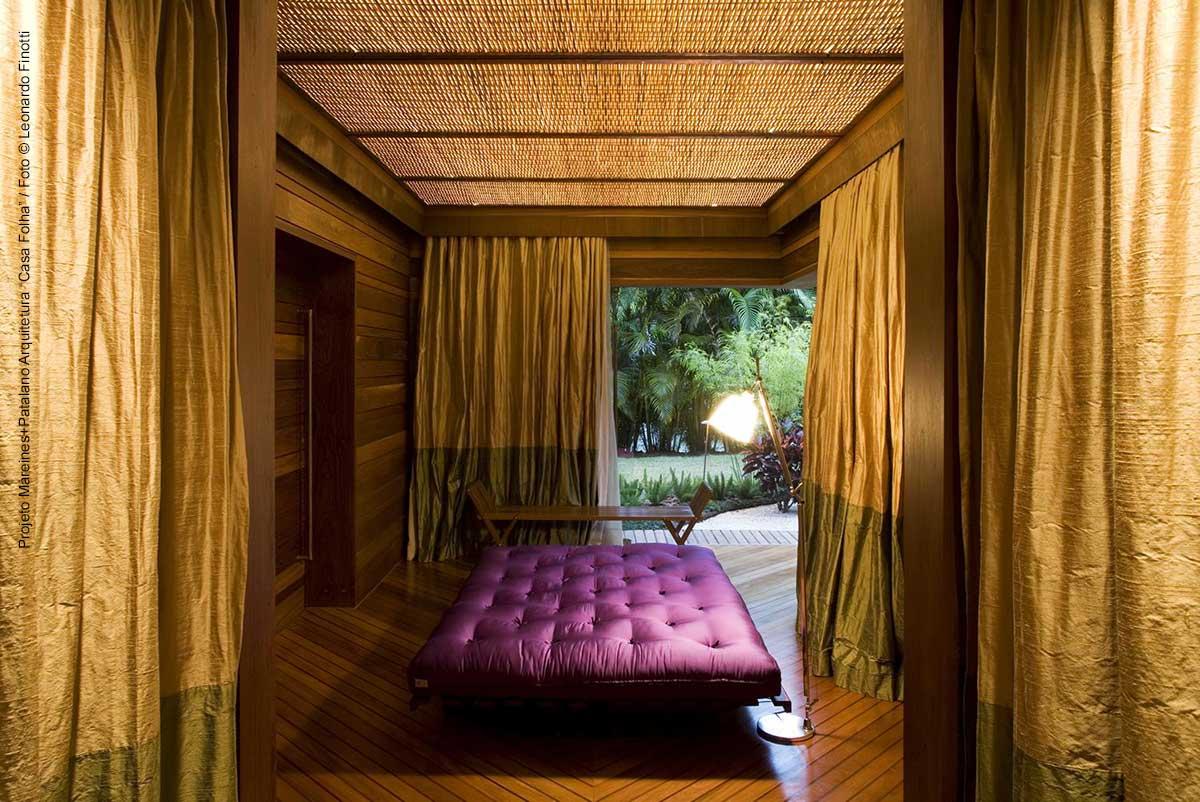 Espaço massagem com futon na casa Folha