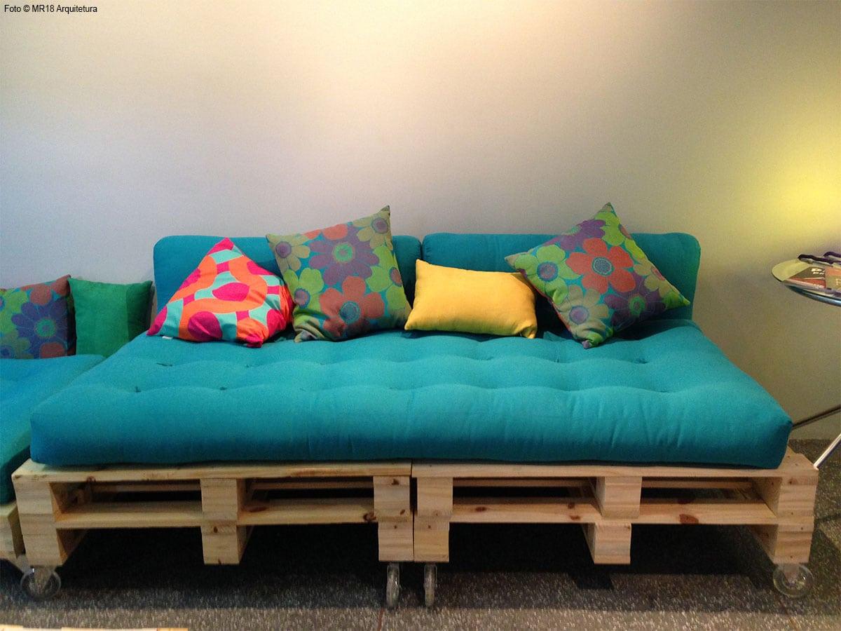 Paletes de madeira com futons
