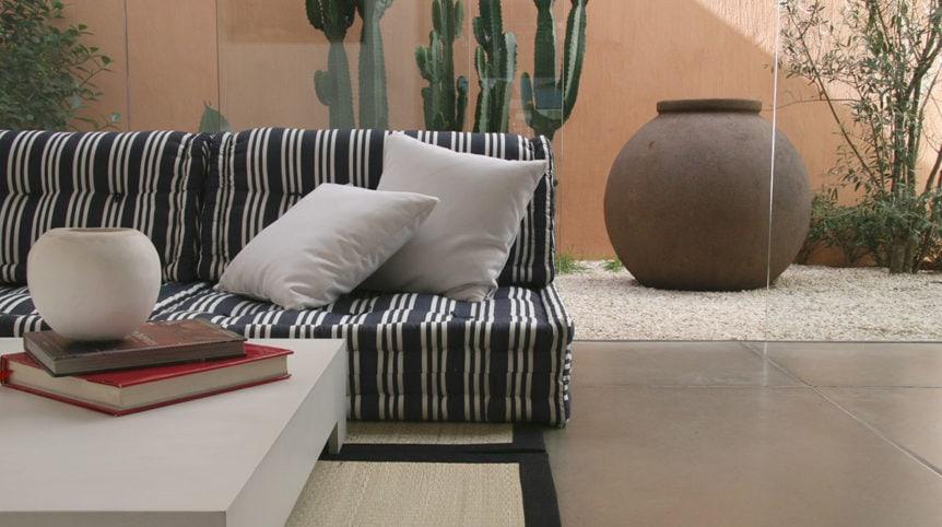 Sofa-modular-Moov-varanda-listrado-Foto-©Futon-Company