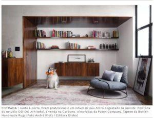 living espaçoso-almofadas futon company-estilo industrial-conceito aberto-Casa e Jardim-abril2018